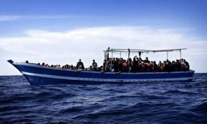 Migranti al largo della Libia; foto di Giuseppe Lami