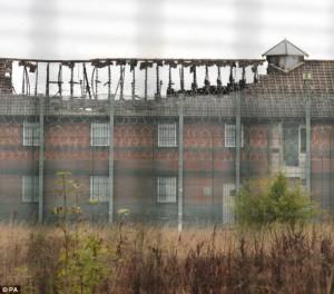 il centro di detenzione dopo l'incendio dell'ottobre 2013... i lager si chiudono col fuoco...