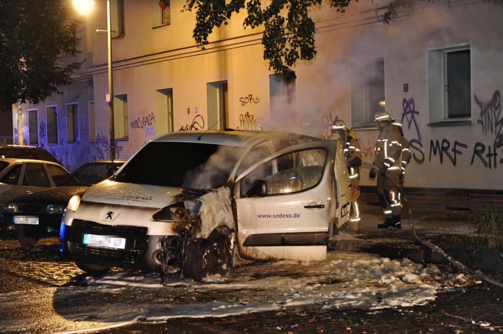 La macchina della Sodexo incendiata a Neukolln