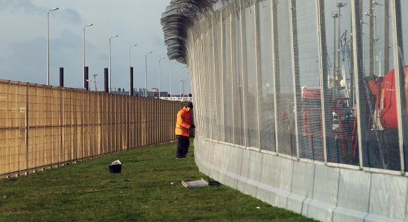 Il muro della vergogna a Calais