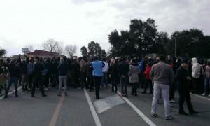 Immigrati bloccano la statale ionica 106