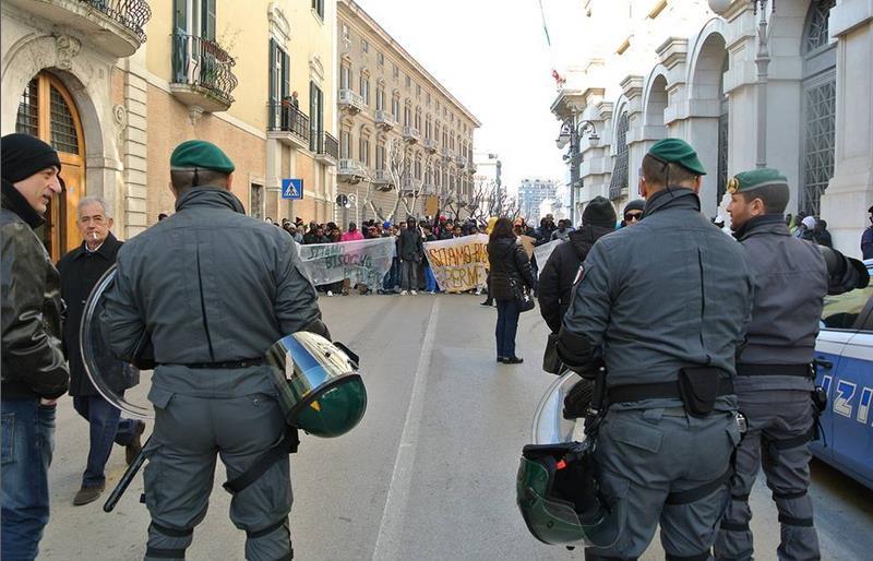 I migranti scendono in piazza a Foggia