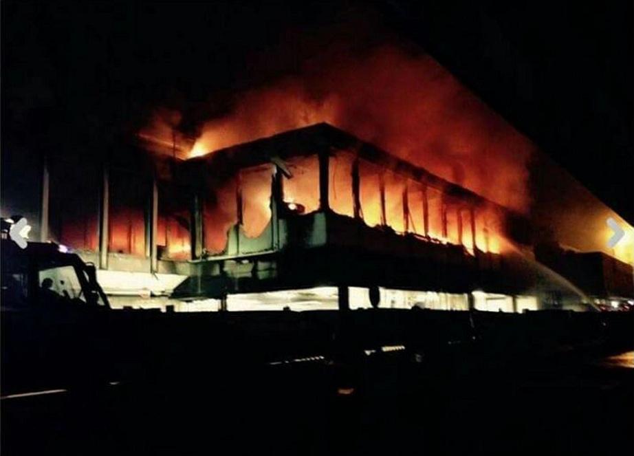L'incendio del terminal 3 di Fiumicino, dove avvengono respingimenti ed espulsioni