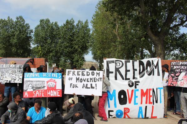 Francia: la protesta dei migranti a Calais