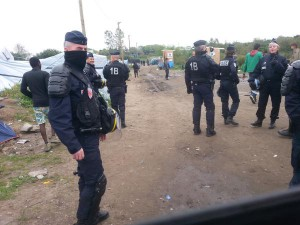 Poliziotti nella giungla di Calais