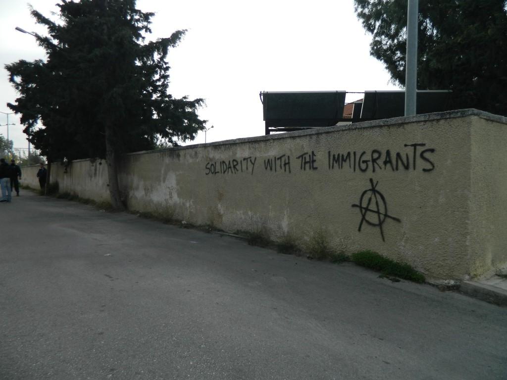 Scritta sul muro del centro di detenzione di Elliniko